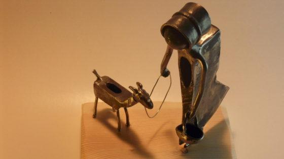 femme chien sculpture metal pascal masson gites hirondelles